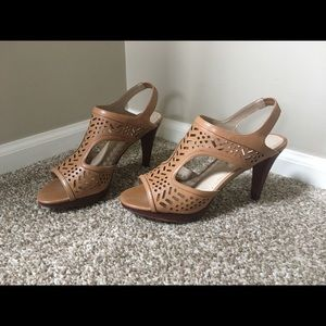 Adrienne Vittadini brown sandals